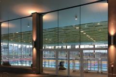 Rahmenlose Glastrennwand Schwimmhalle